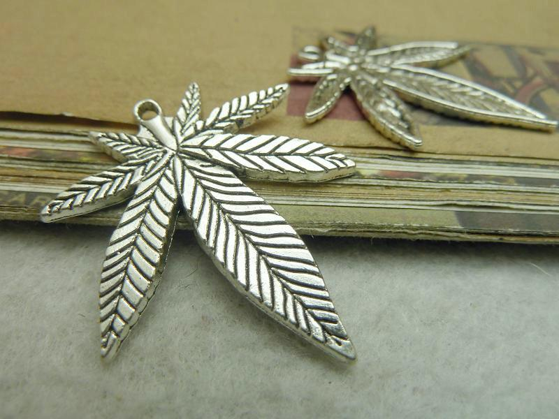 Antique Silver Alloy Pendants - Maple Leaves - 33mmx38mm - 10 PCS (JP215)