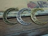 Double Hole Moon Pendants - 32mmx38mm - 10 PCS (JP125)